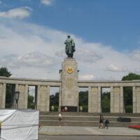 Soviet WWII Memorial Tiergarten Berlin.JPG